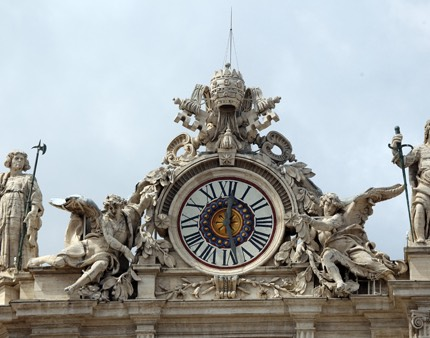 MAIN_193-Clock-with-angels
