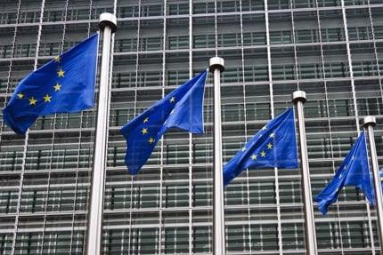 MAIN_247-European-Commission-flags