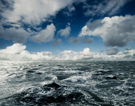 MAIN_71-stormy_ocean_with_clouds